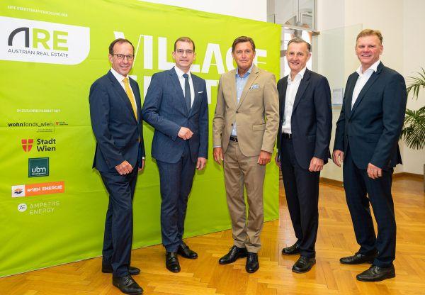 v.l.n.r.: Wolfgang Gleissner & Hans-Peter Weiss (ARE), Stadtrat Peter Hanke, Peter Weinelt (Wiener Stadtwerke), Michael Strebl (Wien Energie) | © Christian Hofer